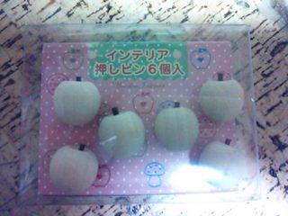 2012りんごの押しピン.JPG